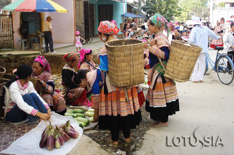 Sapa Cao Son Market Tour 1 Day