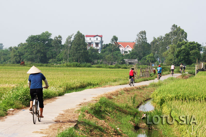 Off-The-Beaten-Path 2 Day Cycling Hanoi to Son Tay