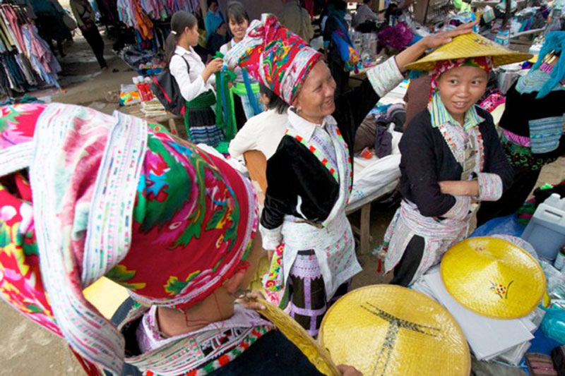 Sapa Pha Long Market Day Tour