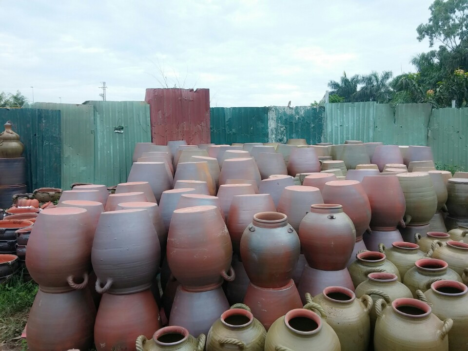 phu lang pottery village