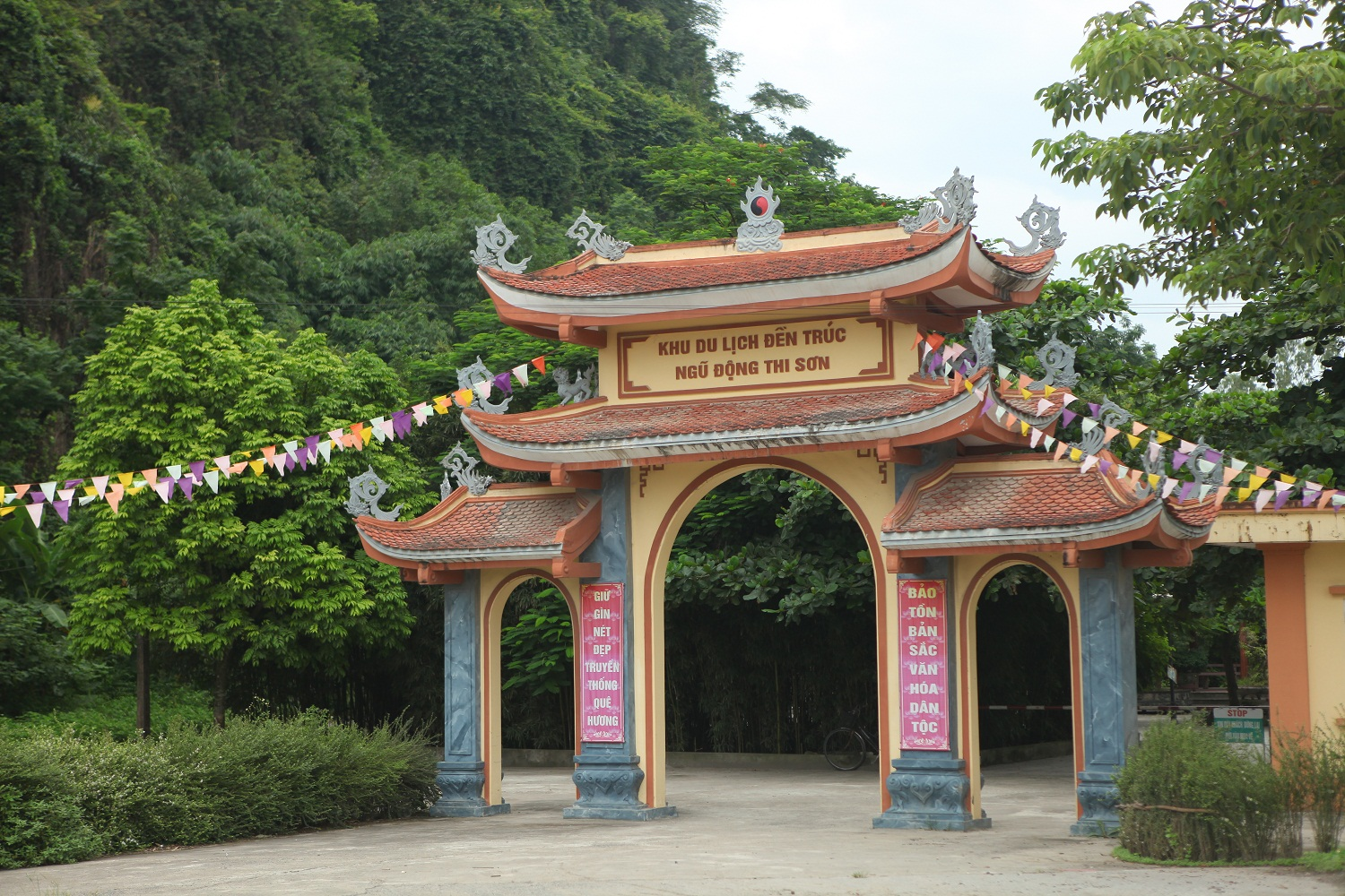 truc temple ha nam